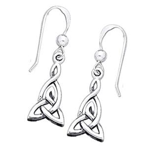 Øreringe med Triquetra – Treenighedssymbolet – pr sæt – pris 139.00