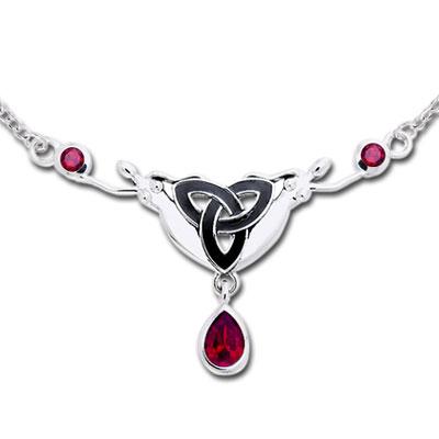 Halskæde med Triquetra - Treenighedssymbolet og Rubin
